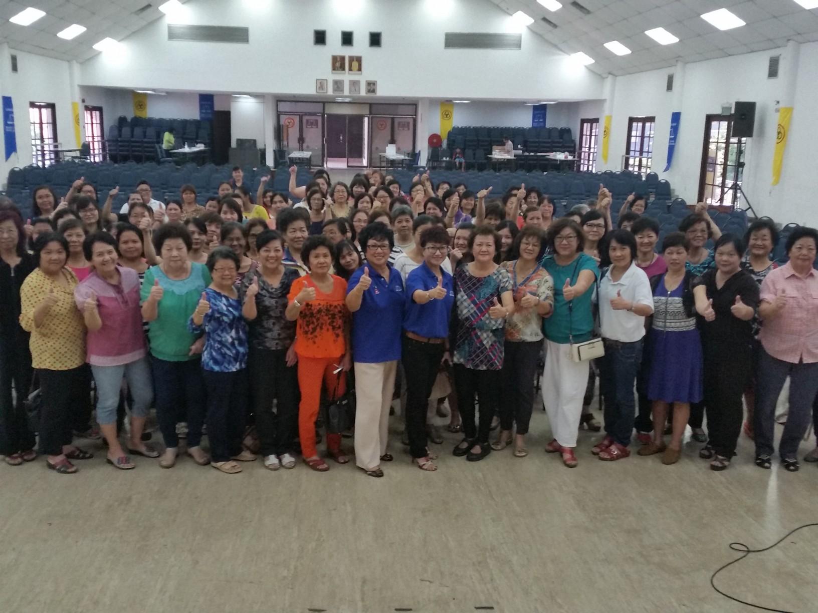 妇女组移交一个马来西亚社区组委任信函